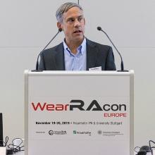 Dr. Thomas Sugar, Arizona State University, Mitbegründer von WearRA und WearRAcon, hielt eine Keynote zur Exoskelett-Technologie